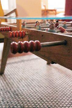 Table basse à partir d'un babyfoot de table des années 50