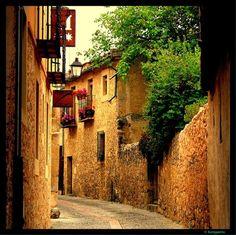 "Pedraza, Segovia - photo: ""Por las calles de Pedraza - Segovia"" by Karppanta http://www.panoramio.com/photo/18259361"