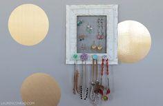 Como colgar aretes y collares, hazlo tu misma, un marco de madera y red de metal