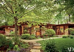 Seeking to preserve and update the house they commissioned from Richard Barancik in 1953, Chicagoans Howard and Doris Conant hired Margaret McCurry, of Tigerman McCurry Architects. Maria Smithburg was brought in to re-imagine the landscape. The front of the 6,000-square-foot residence | archdigest.com
