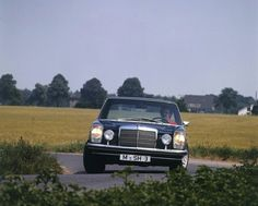 In 1973, the AMG engineers created the AMG 280E with a performance output of up to 230 hp.