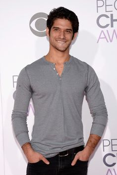 Tyler Posey Photos Photos - People's Choice Awards 2016 - Arrivals - Zimbio