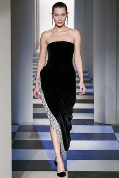 Oscar de la Renta Fall 2017 Ready-to-Wear Fashion Show finale at 49 somehow but not comleatly bella