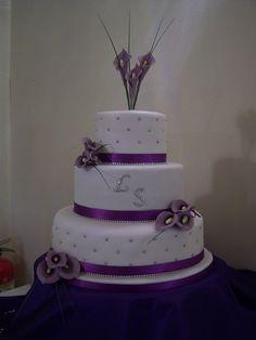 Calla & Diamonds by FondantFancies white & purple wedding cake. 2 Tier Wedding Cakes, Purple Wedding Cakes, Wedding Cakes With Cupcakes, Beautiful Wedding Cakes, Wedding Cake Designs, Beautiful Cakes, Amazing Cakes, Cupcake Cakes, Wedding Ideas