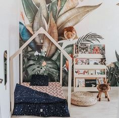 55 ideas wallpaper bedroom boho interiors for 2019 Kids Room Bookshelves, Kids Room Wallpaper, Bedroom Wallpaper, Trendy Wallpaper, Wallpaper Furniture, Jungle Room, Kids Room Design, Deco Design, Baby Kind
