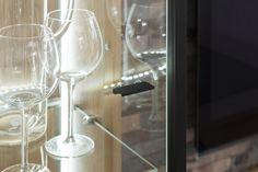 Obývačka COLONIA vo vyhotovení dub artisan White Wine, Stencil, Wine Glass, Alcoholic Drinks, Artisan, Tableware, Dinnerware, Stenciled Table, Tablewares