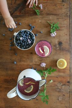 Blueberry Lemonade = make with frozen wild blueberries year-round. Great party drink, pack for a picnic Fancy Drinks, Summer Drinks, Smoothie Drinks, Smoothies, Blueberry Lemonade, Ginger Lemonade, Pumpkin Chocolate Chip Bread, Good Food, Yummy Food
