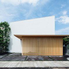 囲炉裏の住宅 Tropical Architecture, Japanese Architecture, Residential Architecture, Interior Architecture, Japan House Design, Japanese Buildings, Facade Design, Facade House, Glass House