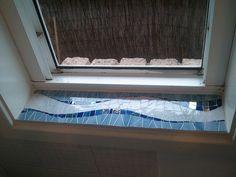 Mosaic window ledge Bathroom Window Sill Ideas, Window Ledge, Bathroom Windows, Mosaic Glass, Glass Art, Mosaic Crafts, Mosaics, Decor Ideas, Home Decor