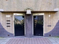 Amsterdamse School Amsterdam School, Streamline Moderne, Brick Design, Art Deco Home, Gaudi, Netherlands, Mid-century Modern, Minimalism, Exterior