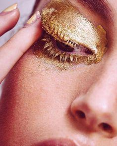 Gold eye make up - Makeup Eye Makeup Art, Gold Makeup, Makeup Inspo, Hair Makeup, Fun Makeup, Glitter Makeup, Makeup Eyes, Summer Makeup, Simple Makeup