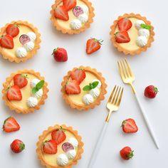 "3,199 Suka, 0 Komentar - weeeek (@weeeek_) di Instagram: ""2018.5.13 ・ 少し前に作ったプリンタルトです。 ・ 毎回デコも撮り方も似た感じになってしまう😅 ・…"" Mini Cupcakes, Donuts, Bakery, Lemon, Sweets, Cooking, Ethnic Recipes, Desserts, Food"