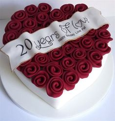 Anniversary Cupcakes, Wedding Anniversary Cakes, Happy Anniversary, Heart Shaped Wedding Cakes, Heart Shaped Cakes, Special Birthday Cakes, Cute Birthday Cakes, Unique Cakes, Creative Cakes