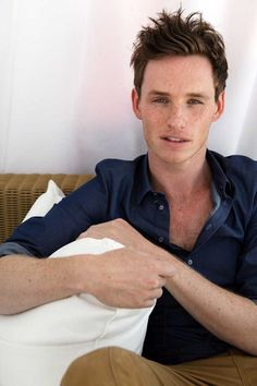 Eddie Redmayne how can you not find those freckles soooooo attractive! Les Miserables, Westminster, Pretty People, Beautiful People, Beautiful Things, John David, Harry Potter, Man Crush, Crush Crush