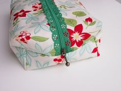 Finished Box Pouch with Lace Zipper