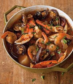 Cioppino: A Taste of Vintage San Francisco Vince Rafello, who Sicilian-Portuguese family ran one of the first seafood markets on Fisherman's Wharf, shares his San Francisco cioppino recipe. Fish Recipes, Seafood Recipes, Soup Recipes, Cooking Recipes, Seafood Cioppino, Seafood Stew, Fish Dishes, Seafood Dishes, Portuguese Recipes