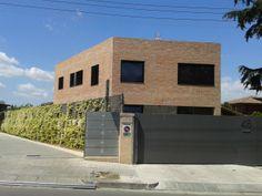 vivienda particular, con protección solar textil, tanto en exterior como interior y comandada por un sistema domótico.