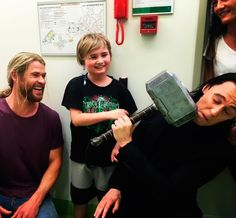 Thor & Loki visit Children's Hospital (August 2016). Source: https://www.instagram.com/p/BJdy1MGjVmE/?hl=es #ThorsDay