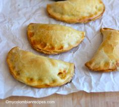 Simple Empanada Dough for Baking-dough was not easy to work with. Most empanadas split in the oven. My Colombian Recipes, Colombian Food, Colombian Desserts, Comida Latina, Latin Food, Quiches, Mexican Food Recipes, Masa Recipes, Snack Recipes