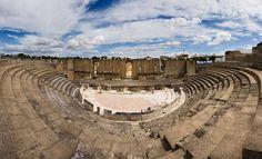 El Teatro Romano de Itálica (Santiponce, Sevilla) acoge cada año la celebración del Festival de Teatro Grecolatino / The Roman Theatre of Italica (Santiponce, Sevilla) annually hosts the Festival of Greco-Latin Theatre