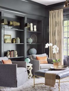 A North Shore Chicago Home Draws From Coastal Influences LuxeWorthy - Design Insight from the Editors of Luxe Interiors + Design Decoration Gris, Muebles Living, Interior Design Boards, White Side Tables, Piece A Vivre, Black Walls, Striped Walls, Interior Exterior, Interior Office