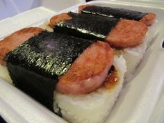 In Hawaii believe it or not all you have to do is stop in any and get one of these hot yummy things. The ONLY think I will eat that is Spam. In Florence, OR we have a place called Aloha Sushi and they make these huge and Onolicious. How to Spam Musubi I Love Food, Good Food, Yummy Food, Spam Recipes, Cooking Recipes, Sushi Recipes, Spam Musubi, Island Food, International Recipes
