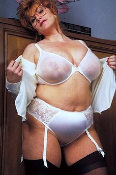 ❤️ white and lace lingerie. Vintage Lingerie, Sexy Lingerie, Sexy Older Women, Sexy Women, Plus Size Lingerie, Lingerie Collection, Beautiful Lingerie, Madame, Gorgeous Women