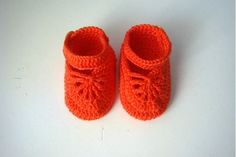 These crochet baby shoes are handmade with 100% soft cotton yarn. They are gentle on baby's delicate skin.   These adorable shoes were made in non-smoking and pet-free home.    MEASUREMENTS: The shoes are made to order in sizes:  Newborn  0-3 months  3-6 months  6-9 months    ♥ To ensure the most correct sizing please measure baby's foot from heel to toe, and let me know the measurement when you order. ♥