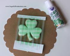 shamrock cookies~ how to frost them and use color mist to make them plaid ~ so cute! St Patrick's Day Cookies, Fancy Cookies, Royal Icing Cookies, Cookie Tutorials, Cake Decorating Tutorials, Cookie Decorating, Cookie Tips, Wilton Color Mist, Homemade Stencils