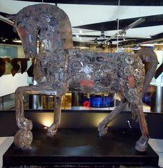 Leonardo the Horse Showroom, Lion Sculpture, Chandelier, Horses, Ceiling Lights, Statue, Home Decor, Art, Art Background