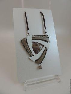 украшение из кожи кулон с камнем халцедон Водоворот