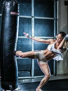 Best Ways for Heavy Bag Noise Reduction in Home Gyms martial arts Female Martial Artists, Martial Arts Women, Kung Fu Martial Arts, Sport Motivation, Fitness Motivation, Sport Studio, Fighting Poses, Ju Jitsu, Poses References