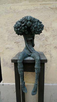 Pequeñas mujeres de bronce de Valérie Hadida - Esto no es arte
