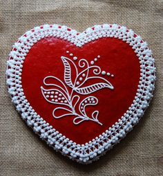 Hungarian motif on Honeybread decoration. ~ This would make a precious Valentine's Day gift! I would like to make similar as a fabric & bead craft project. Heart Shaped Cookies, Heart Cookies, Iced Cookies, Fun Cookies, Decorated Cookies, Valentine Cookies, Valentine Day Gifts, Hungarian Recipes, Hungarian Food