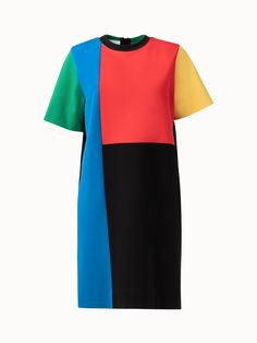 This colorblock jersey t-shirt dress is playful, colorful, and easygoing. Features a back zip closure and rounded neckline. Perfect for the days or nights where you want something easy but trendy to throw on. Tea Illustration, Girls Dresses Sewing, Color Blocking Outfits, Fashion Dresses, Women's Fashion, Colorblock Dress, Diy Clothes, Fashion Forward, Colorful Shirts