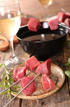 Idées recette Fondue bourguignonne Broth Fondue Recipes, Meat Recipes, Cooking Recipes, Sauce Pour Fondue, Fondue Raclette, Fondue Party, Shabu Shabu, Savory Crepes, Fresh Seafood