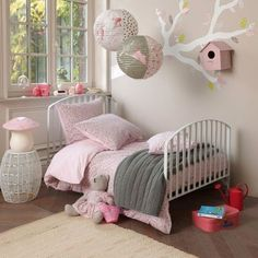 girl's room in pink and grey