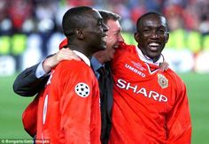Sir Alex Ferguson celebrates with his Deadly duo Andy Cole & Dwight Yorke after Concluding the last Chapter of the Treble in Barcelona. Manchester United Images, Manchester United Football, Sporting Event Tickets, Dwight Yorke, Classic Football Shirts, Sir Alex Ferguson, Premier League Champions, West Brom