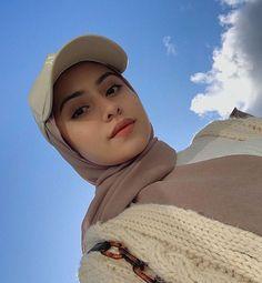 Modern Hijab Fashion, Street Hijab Fashion, Muslim Fashion, Hijab Fashion Inspiration, Teenage Girl Photography, Girl Photography Poses, Wedding Photography, Hijabi Girl, Girl Hijab