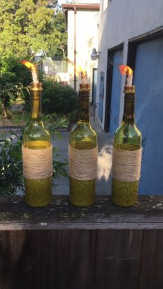 Turn Wine Bottles Into Tiki Torches with this wine bottle cr.- Turn Wine Bottles Into Tiki Torches with this wine bottle craft idea Turn Wine Bottles Into Tiki Torches with this wine bottle craft idea - Wine Bottle Art, Wine Bottle Crafts, Bottle Tiki Torch Diy, Crafts With Glass Bottles, Cutting Glass Bottles, Wine Bottle Garden, Wine Bottle Tiki Torch, Diy Bottle, Cork Crafts