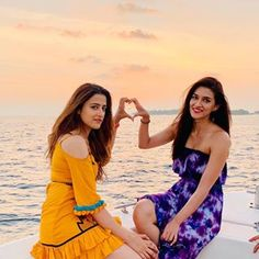 Kriti and Nupur chilling in Maldives 🏖️🏝️ Teen Celebrities, Indian Celebrities, Bollywood Celebrities, Celebs, Bollywood Girls, Bollywood Stars, Bollywood Fashion, Stylish Girl Images, Stylish Girl Pic