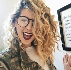 Zoella is making us want to throw away our straighteners - look at her amazing c. Zoella is making Winter Hairstyles, Cute Hairstyles, Gorgeous Hairstyles, New Hair, Your Hair, Zoella Hair, Hair Pictures, Hair Highlights, Hair Looks