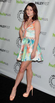 Emilie de Ravin Emilie De Ravin, Actresses, Legs, Summer Dresses, Facebook, Fashion, Female Actresses, Moda, Summer Sundresses