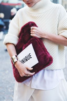 London_Fashion_Week-Street_Style-Fall_Winter_14-white-Fur_Bag-Topshop_Unique