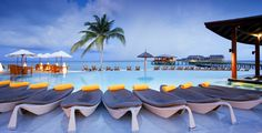 Maldivas Viaja al paraíso con el Hotel Centara Ras Fushi 5* - Solo Adultos
