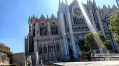 El efecto del rayo sobre las alas nos encantó.  #Templo Expiatorio en #León #Guanajuato #México #Arquitectura #Iglesia #MotoZ