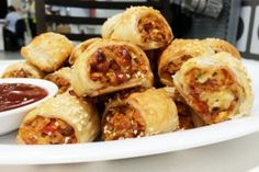 This vegetarian sausage rolls recipe is a great way to get extra veggies into your kids without them even knowing, plus they're ideal for the school lunch box too! Healthy Eating Recipes, Vegetarian Recipes, Snack Recipes, Cooking Recipes, Raw Recipes, Vegan Meals, Vegetable Recipes, Healthy Meals, Easy Meals