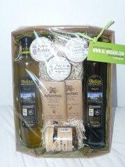 Bandeja selección: Aceite de oliva virgen extra variedad Royal y Picual, 3 patés, chocolate elaborado con aceite de oliva, confitura de tomate verde.