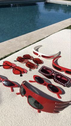 trendy sunglasses MUST HAVE , hand mad - sunglasses Cute Sunglasses, Oakley Sunglasses, Cat Eye Sunglasses, Sunnies, Sunglasses Women, Summer Sunglasses, Set Fashion, Fashion Accessories, Fashion Tips