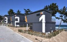Spa Container House - Jangho Beach Campsite in Korea. In this video, we bring you the Spa Container House in Jangho Beach Camping Site in Korea built from sh. Building A Container Home, Container Buildings, Container House Plans, Container House Design, Container Office, Cargo Container, Shipping Container Cabin, House Viewing, Building A House